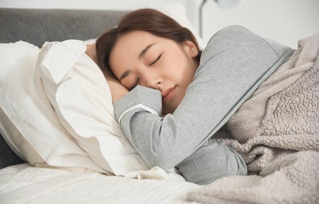 ヨガの呼吸法でリラックス! ぐっすり快眠のすすめ